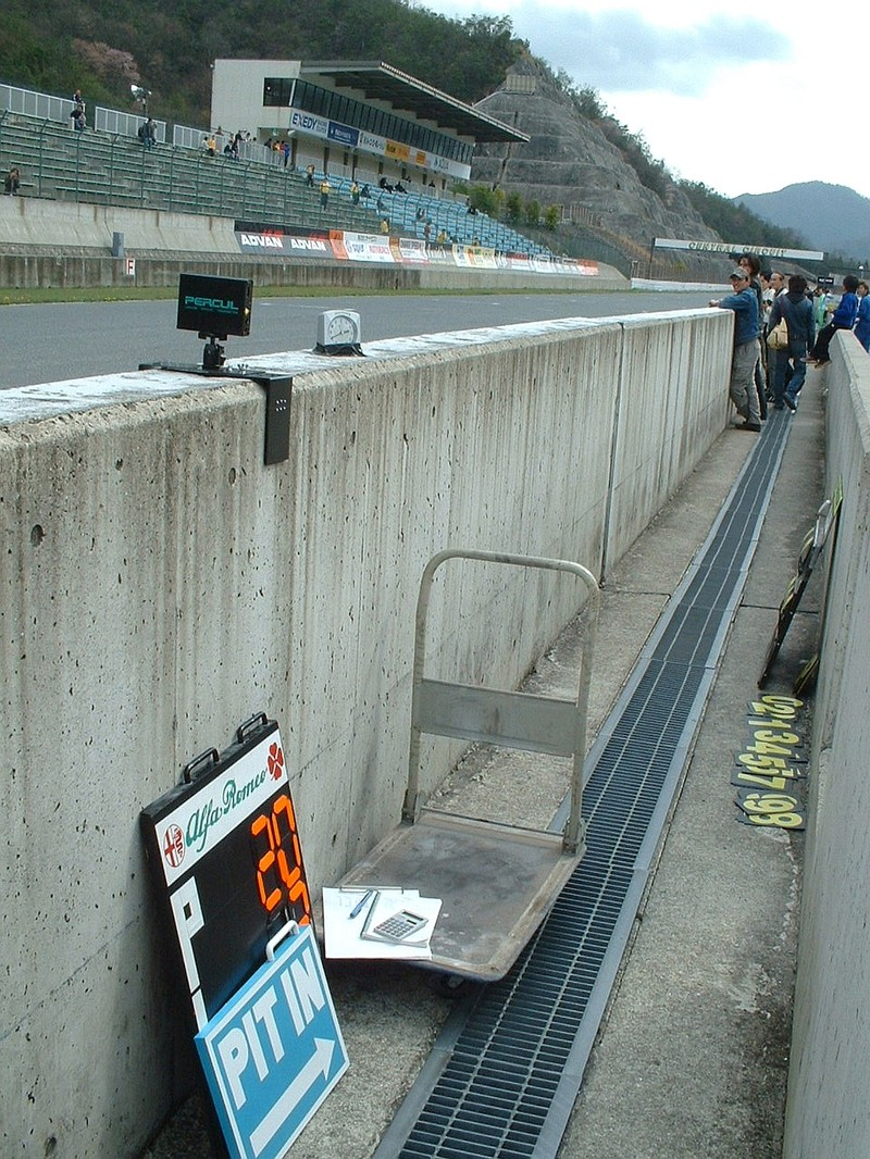 Pitwall_1